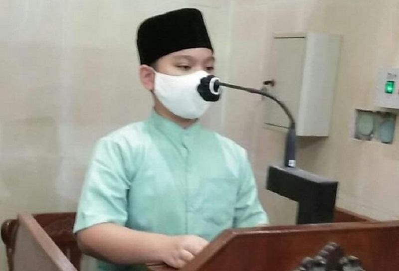 Kisah teladan Nabi Musa As diulas siswa SD Muhammadiyah 1-2 Taman Sidoarjo (Mumtaz) Mikail Alden Quincy saat kultum, Sabtu (01/05/21).