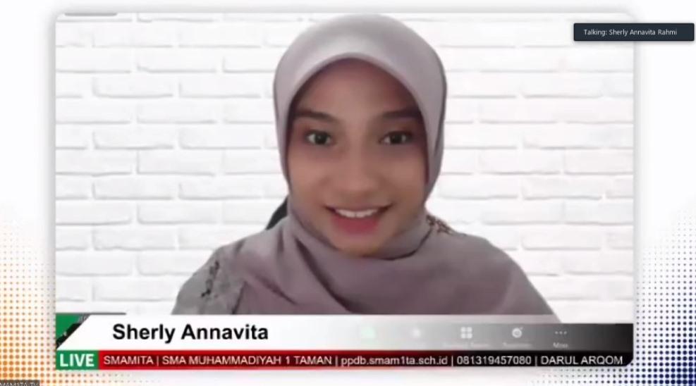 Sherly Annavita ajak pelajar Smamita rengkuh masa depan. Hal itu dikatakannya pada para peserta Darul Arqam kelas X dan XI, Jumat (7/5/21).