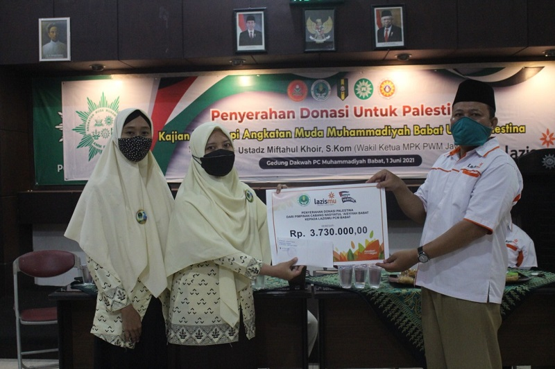 AMM Babat Lamongan berikan donasi peduli Palestina sebesar 14.499.000 yang diserahkan kepada Lazismu Cabang Babat di Gedung Dakwah Muhammadiyah Cabang Babat Lamongan, Selasa (1/6/21).