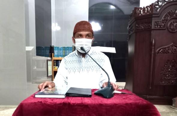 Dilarang berkreasi dalam ibadah. Hal itu diungkapkan oleh Ustadz Abdul Rozak bin Umar di Kajian Masjid Al-Manar, Rabu (9/6/2021).