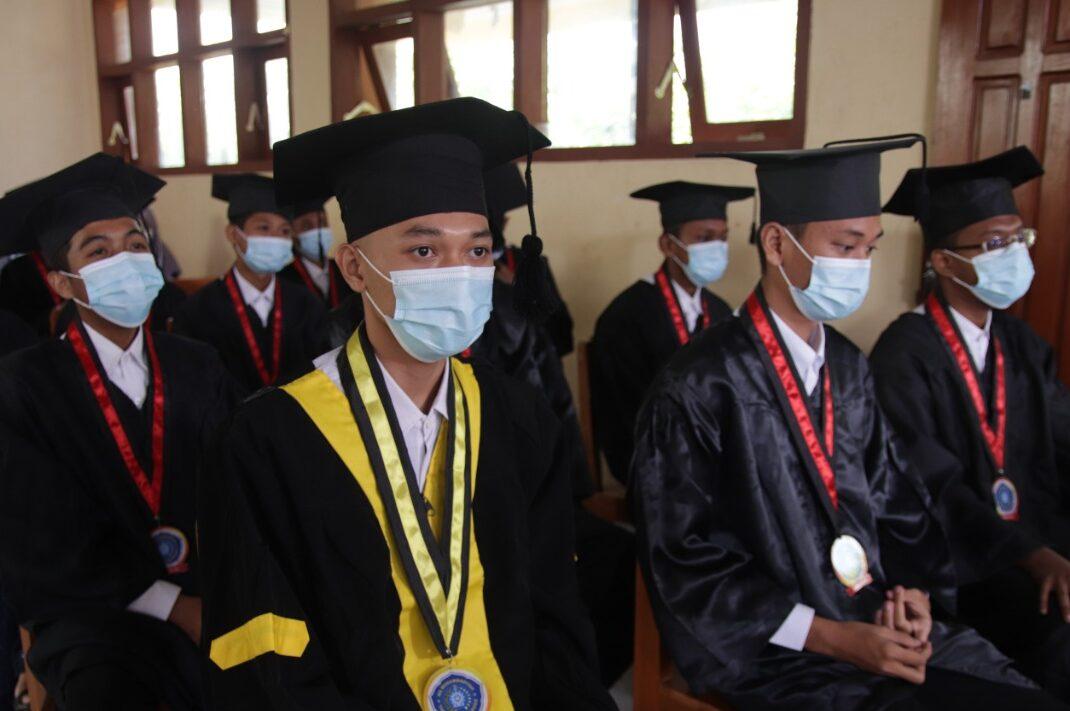 Siswa MTs dan MA Muhammadiyah Yanggong, Ponorogo saat Purnawiyata (Latif Abdullah/PWMU.CO)