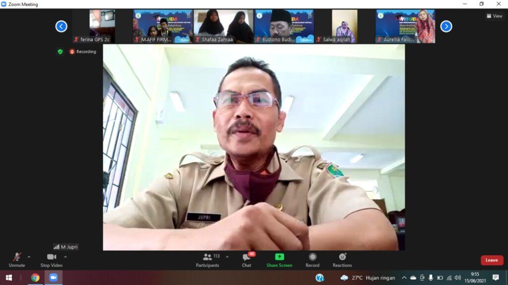Pengawas SD Kota Malang, Jupri MPd pada acara Wisuda SD Mupat yang digelar secara virtual (Ahmad Afwan Yazid/PWMU.CO)