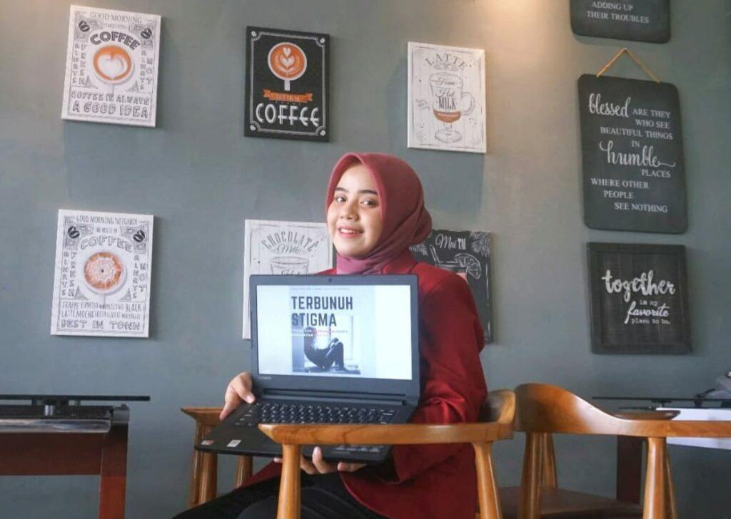 Peduli kesehatan mental, Shafira Firdausa Brilliani, Mahasiswi Psikologi UMM meraih Juara 3 dalam perlombaan nasional (Nely Izzatul/PWMU.CO)
