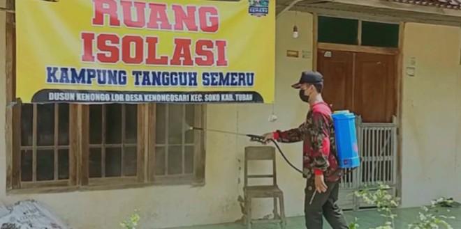 27 warga terpapar, MCCC Tuban sterilisasi Desa Kenongosari, Kecamatan Soko, Kabupaten Tuban dengan penyemprotan disinfektan, Ahad (27/6/2021).