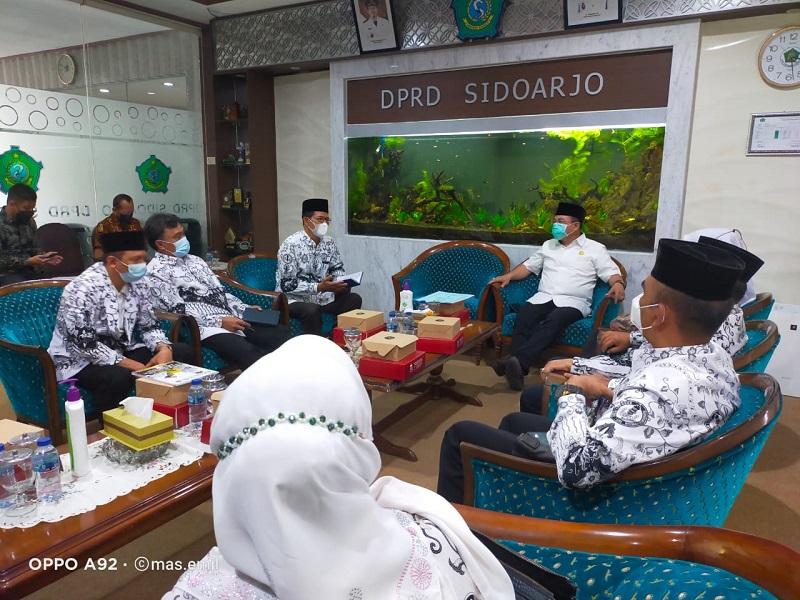 PGRI Sidoarjo melakukan audiensi sekaligus silaturahmi dengan Ketua Dewan Perwakilan Rakyat Daerah (DPRD) Kabupaten Sidoarjo, Selasa (8/6/21