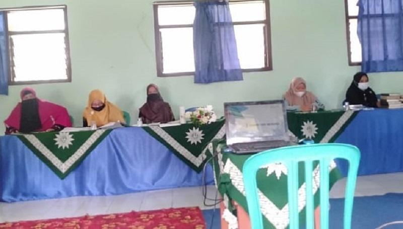 MPK PDM Gresik mengadakan Pelatihan Marketing, Branding, dan Beasiswa Program Indonesia Pintar (PIP) MTs Muhammadiyah 5 Daun, Kecamatan Sangkapura, Bawean, Senin (28/6/21).