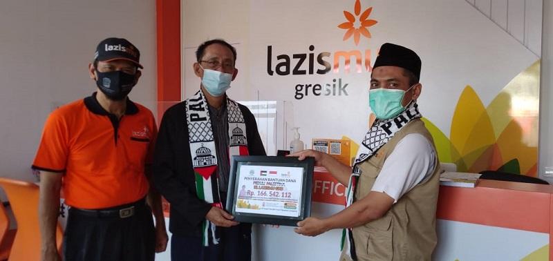Muhammadiyah GKB menyerahkan donasi kemanusiaan untuk Palestina sebesar 166.542.112 juta melalui Lazismu Kabupaten Gresik, Jumat (4/6/21).