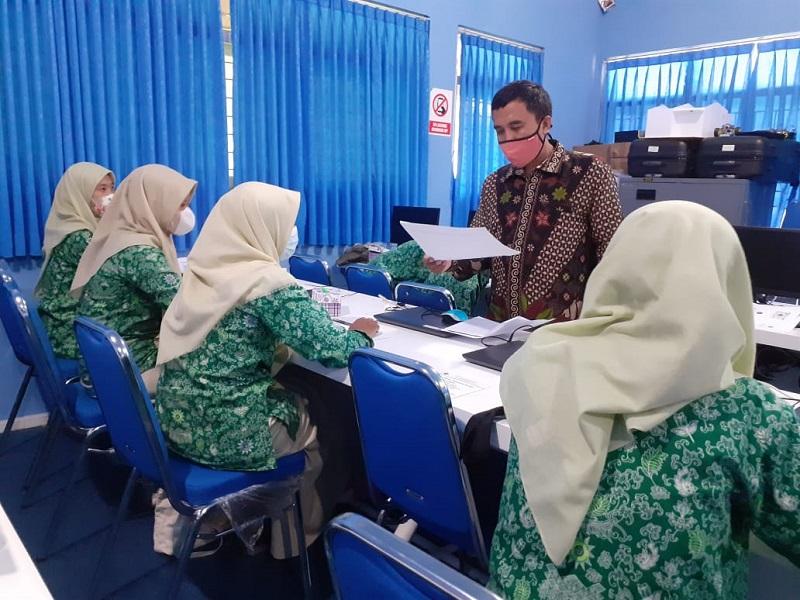 Siswa SMKM Pakel Sleman Yogyakarya mengikuti Pelatihan Self Management Menuju Sukses di Masa Covid-19, Rabu (16/6/21).