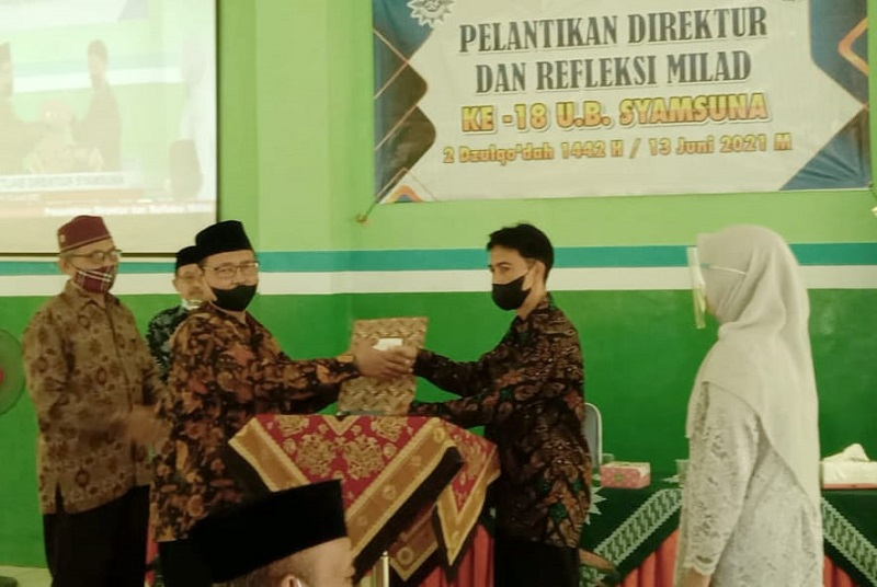 Serah terima jabatan Direktur Swalayan Syamsuna Dolopo Madiun dilaksanakan di Gedung Serbaguna SMK Muhammadiyah Dolopo kampus 2, Dusun Ngendel Desa Glogong Kecamatan Dolopo Madiun, Ahad (13/6/21).