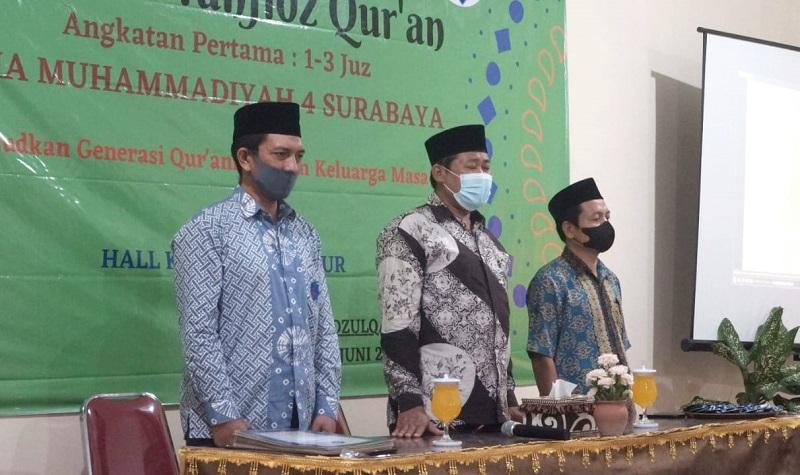 SMAMIV Surabaya menggelar Wisuda Tahfidz Quran Angkatan Pertama di Hall KH Mas Mansyur yang diikuti 27 siswa, Sabtu (12/6/21).