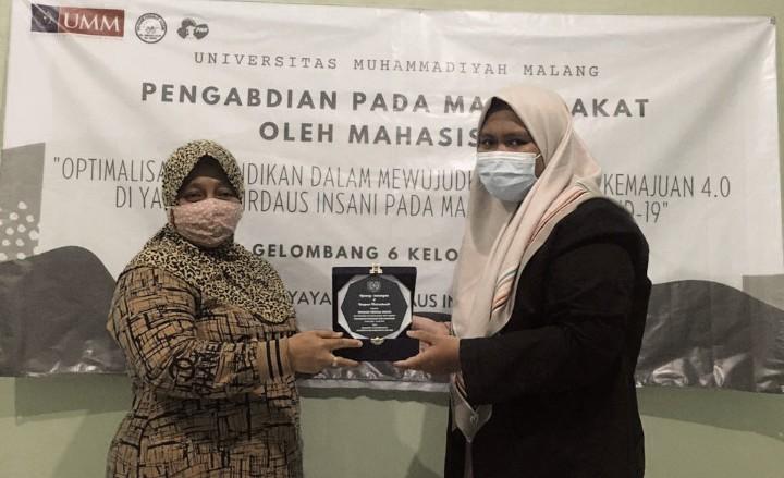 Mahasiswa UMM Edukasi IT di Yayasan Firdaus Insani di Kelurahan Manukan Kulon, Kecamatan Tandes, Kota Surabaya, Senin (7/6/21).