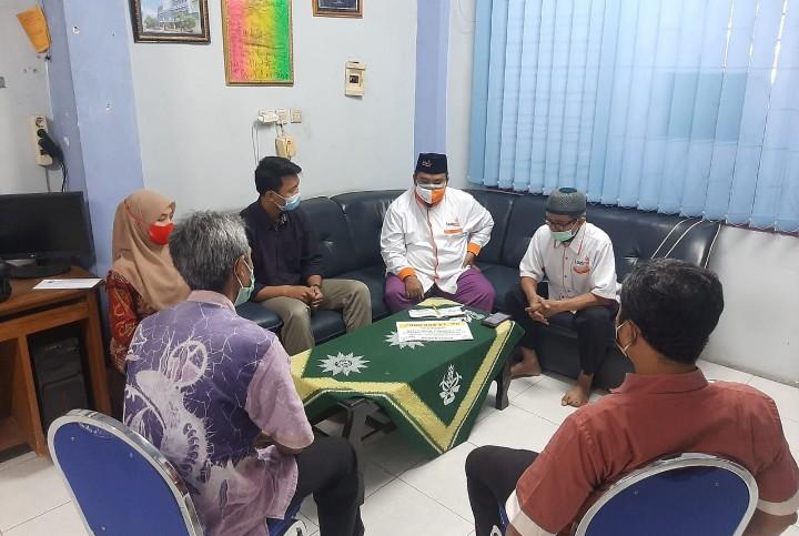 SD Muhammadiyah 21 Surabaya dukung kurban kemasan RendangMu bekerjasama dengan Lazismu Kota Surabaya, Kamis (15/7/2021).