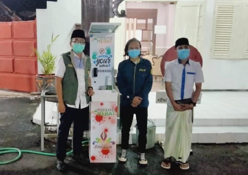 Keren, wastafel canggih bikinan Mahasiswa Universitas Muhammadiyah Malang (UMM) dilengkapi alat sensor dan pengukur suhu badan.