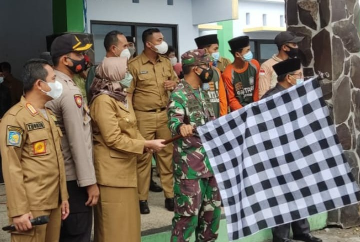 Forum Zakat Lumajang salurkan 65.369 paket beras 5 kg. Kegiatan dilaksanakan di GOR Wira Bakti Lumajang pada Senin (02/08/2021).