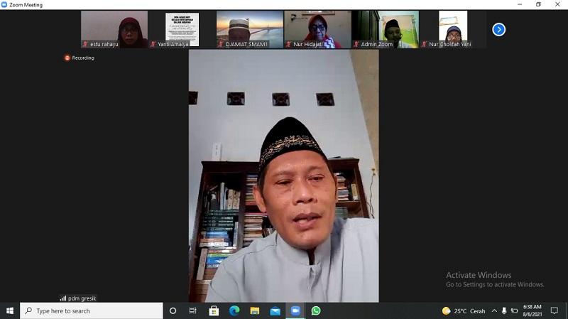Pengajian Smamsatu membahas penting tes al-Islam bagi guru disampaikan Ketua Pimpinan Daerah Muhammadiyah (PDM) Gresik Dr H Taufiqullah Ahmady MPdI secara online, Jumat (6/8/21).