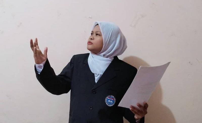 Anak TKI ini Juara III Seleksi FLS2N 2021 Luar Negeri. Asqia yang kini tercatat sebagai siswa Sekolah Indonesia Luar Negeri (SILN) Kota Kinabalu Sabah-Malaysia kelas XI meraih juara baca puisi.