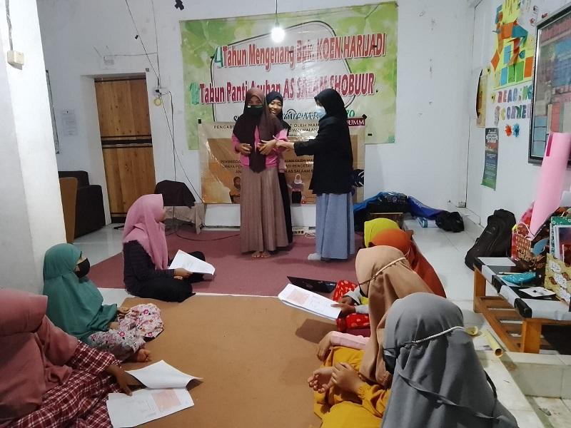 Seks Bebas pada Remaja materi edukasi yang diberikan mahasiswa Universitas Muhammadiyah Malang (UMM) pada anak Panti Asuhan As Salam As Shobuur Malang, Senin-Selasa (20-21/9/21).