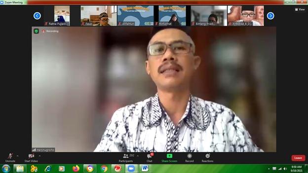 Kepala SMA Muhammadiyah 1 Yogyakarta Drs H Herynugroho, MPd, Menulis itu Bekerja Membangun Keabadian (Yusron Ardi Darmawan/PWMU.CO)