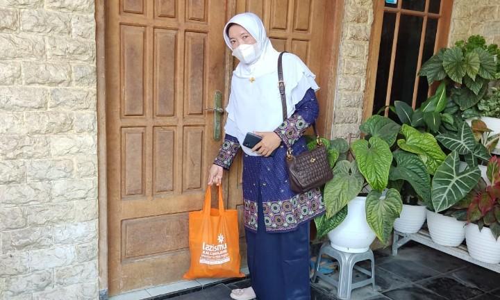 Kantor Layanan Lazismu Pasirian peduli warga yang sedang melakukan isolasi mandiri (isoman) di wilayah Kecamatan Pasirian Kabupaten Lumajang, Rabu (25/8/2021).