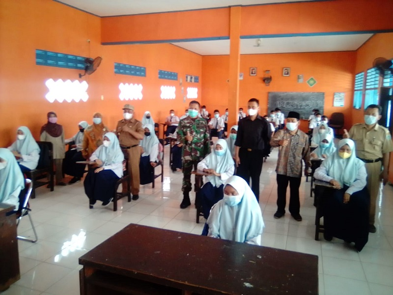 MCCC Babat meninjau Pembelajaran Tatap Muka (PTM) Terbatas di 3 AUM Pendidikan, SD Muhammadiyah 1, SMP Muhammadiyah 1, dan SMA Muhammadiyah 1 Babat, Senin (13/9/21).