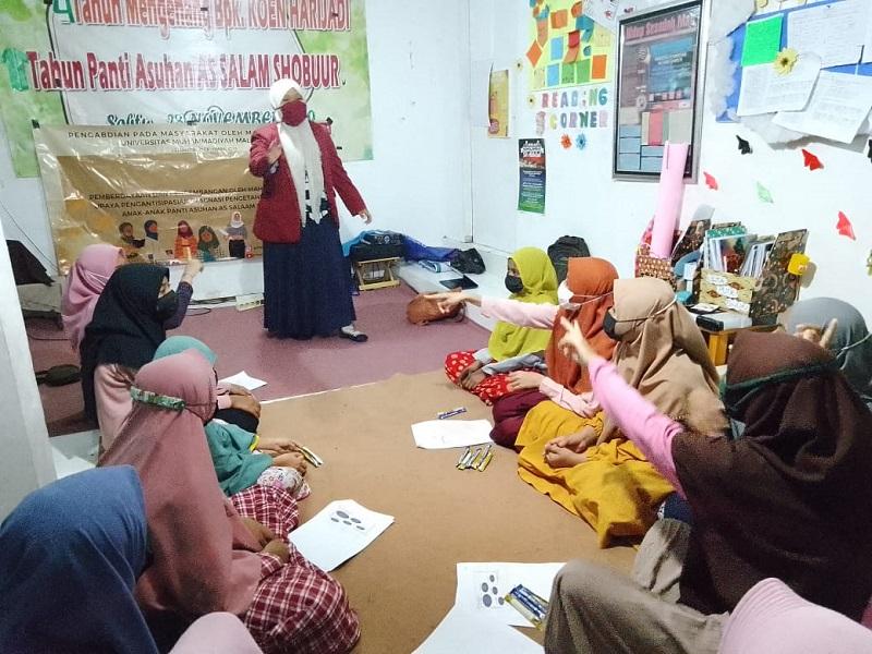 Mahasiswa UMM mengedukasi anak Panti Asuhan As Salaam Shobuur Desa Mulya Agung Kecamatan Dau Kabupaten Malang tentang bullying dan insecurity, Rabu-Sabtu (22-25/9/21).