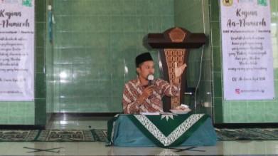 Saatnya membangun peradaban Islam dari masjid. Hal itu diungkapkan oleh Guru Kemuhammadiyahan SMK Muhi Genteng Ustadz Najib Rosi, Jumat (24/9/2021).