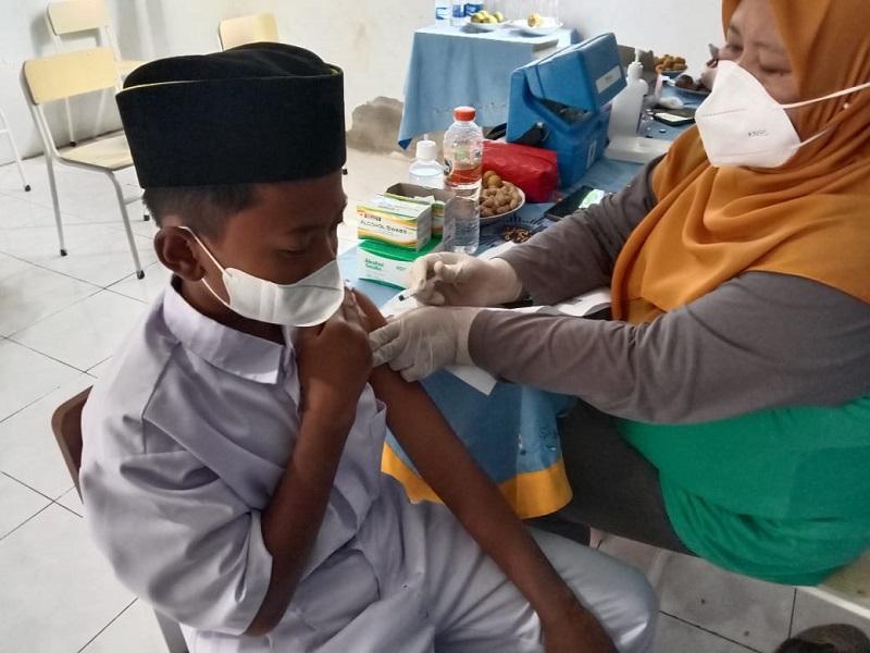 Muhammadiyah Banyutengah Panceng Gresik melakukan kegiatan vaksinasi Covid-19 jenis Sinovac sebanyak 300 dosis, Kamis (23/9/21).