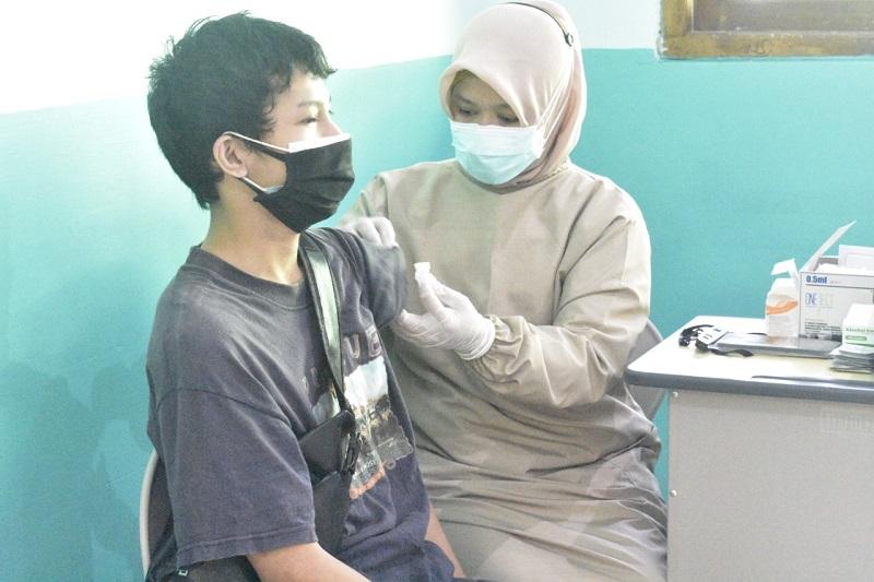 Siswa Smamiv menjalani vaksinasi untuk persiapan Pembelajaran Tata Muka (PTM) disampaikan Zainal Arifin MPdI, Kamis (2/9/21).