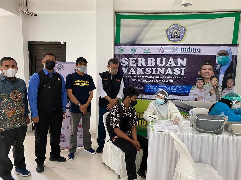 Muhammadiyah Kabupaten Malang menggelar Serbuan Vaksinasi di sektor amal usaha yang bertempat di SMK Muhammadiyah 7 (Mutu) Gondanglegi Kabupaten Malang, Selasa (31/8/21).