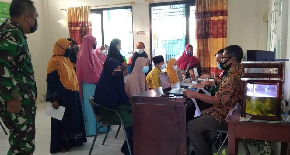 Sepotong kisah Santri Ponpes Al Muhajir saat Divaksin, oleh Ustadz Muhamad Mandom SSy SPdI, pengasuh Ponpes Al Muhajir, Kedungpring, Lamongan.